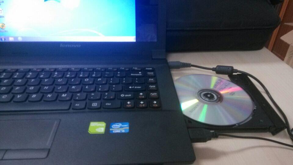 图1 插入光盘